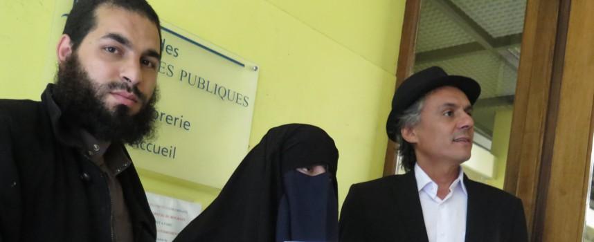 Francuski biznismen plaća sve kazne za nošenje nikaba